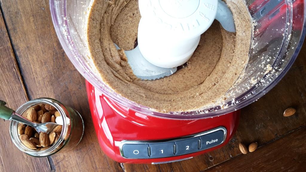 Das erste Ma(h)l: Mandelmus mit dem Kitchen Aid FoodProcessor
