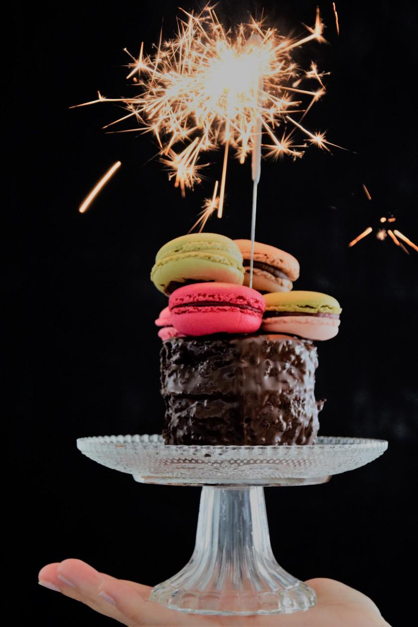 Unterfreundenblog Bloggeburtstag Blog Birthday Giveaway Gewinnspiel Macarons Cake Wunderkerze
