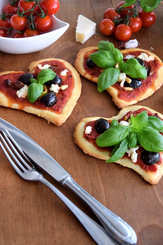 Unterfreundenblog DIY Serviettenringe Tafellack Pizza Herzform Valentinstag