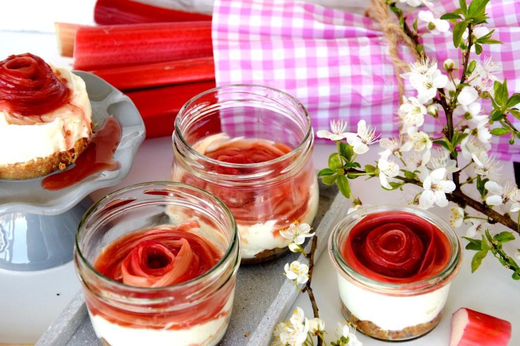 No Bake Cheesecake Rhabarber im Glas, easy peasy mit Rhabarberrose - Unterfreundenblog