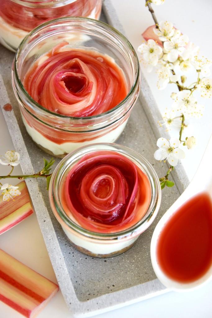 No Bake Cheesecake mit Rhabarber im Glas - Easy peasy mit Rhabarberrose - Unterfreundenblog