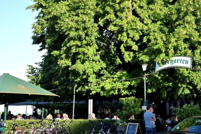 Restaurants und Biergärten am Wasser, am Rhein mit Rheinblick - Alter Hammer Speyer, Biergarten - Unterfreundenblog