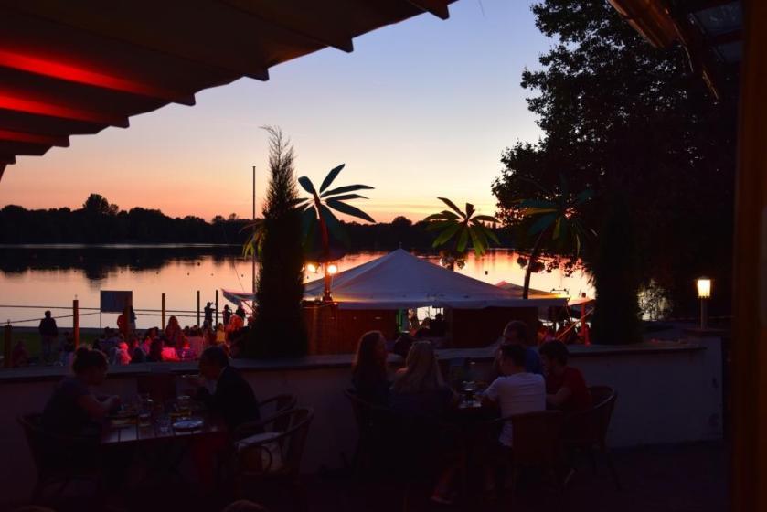 Restaurant und Biergarten mit Wasserblick am See - Delano Weinheim Waidsee - Unterfreundenblog