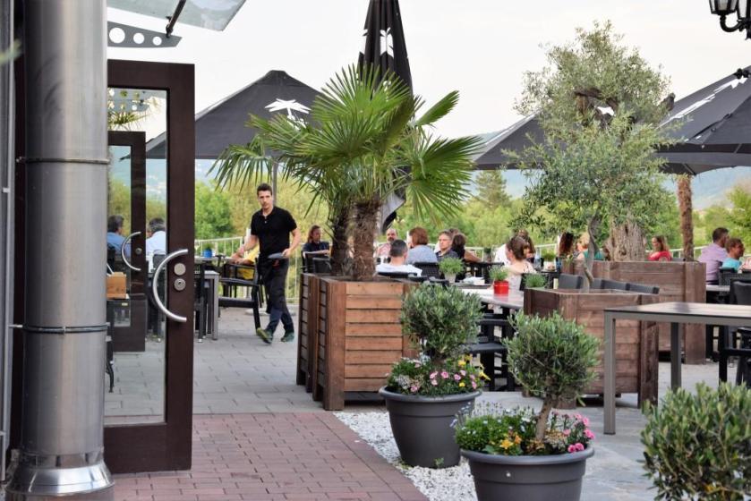 Restaurant und Biergarten mit Neckarblick Wasserblick am Neckar, Rhein-Neckar-Region - Cavos El Greco Edingen - Unterfreundenblog