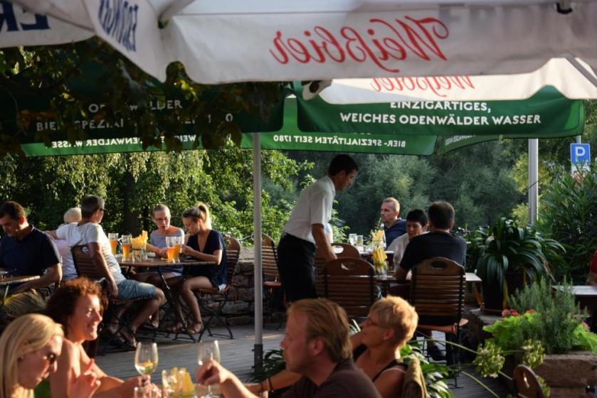Restaurant und Biergarten mit Wasserblick Neckarblick, am Neckar, Rhein-Neckar-Region - Zum Anker Schwabenheimer Hof Dossenheim - Unterfreundenblog