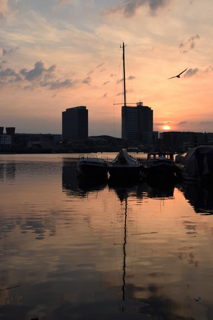 Ahoi Amsterdam - Blaue Stunde auf dem Hausboot - Unterfreundenblog