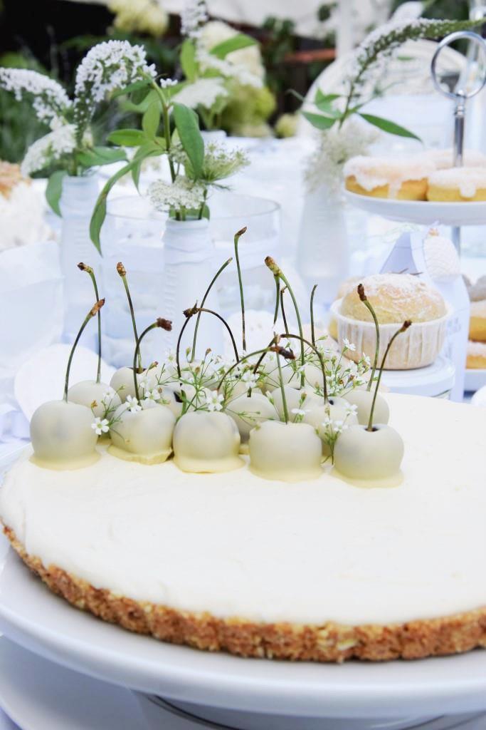 No Bake White Chocolate Cheesecake with Cherries - Blogevent White Dinner - Rhein-Neckar-Blogger / Unterfreundenblog