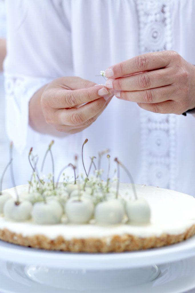 No bake White Chocolate Cheesecake with cherries