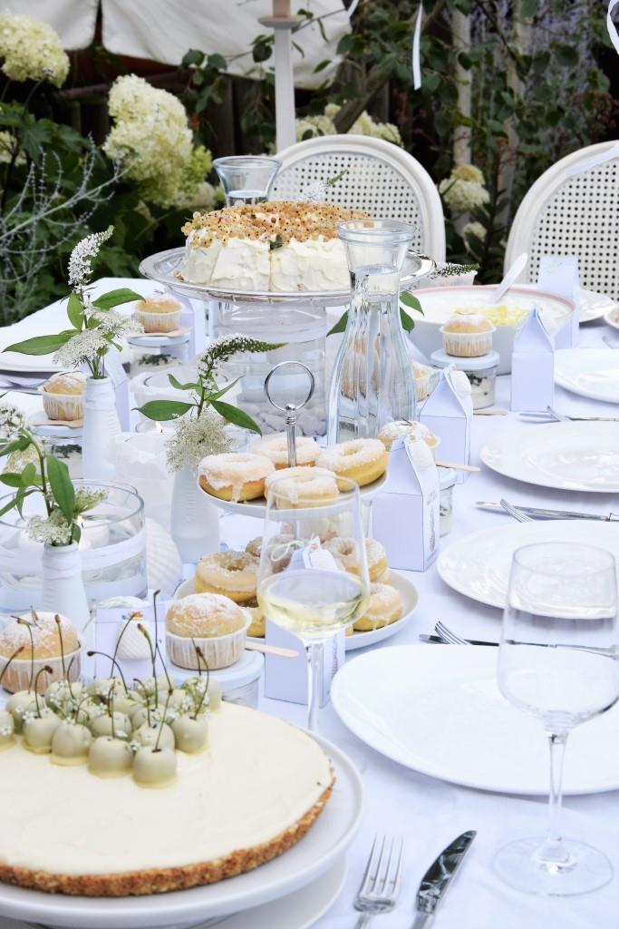 Dessertbuffet ganz in Weiß beim White Dinner / Diner en blanc - dem gemeinsamen Blogger-Event der Rhein-Neckar-Blogger