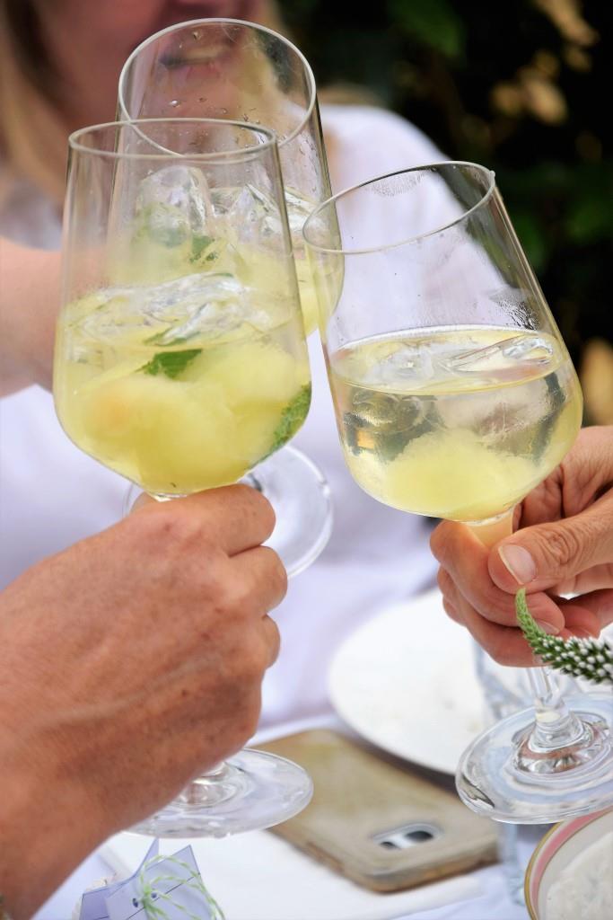 Geeiste Melonenbowle - mein Getränk zum White Dinner / Diner en blanc - Unterfreundenblog