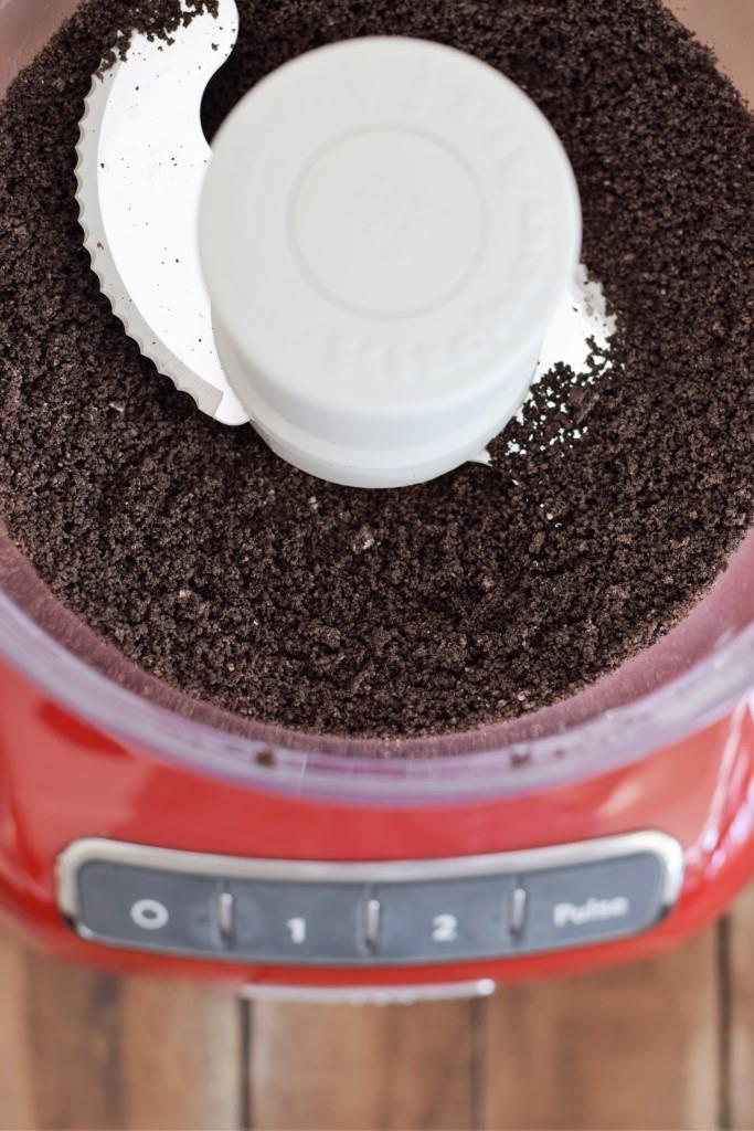 Schritt für Schritt-Anleitung: Oreo Kekse zu schwarzem Keksmehl mahlen