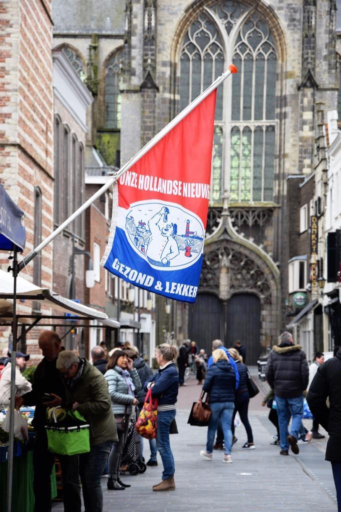 Wochenmarkt in Zeeland - da gehört der Hollandse Nieuwe natürlich dazu!