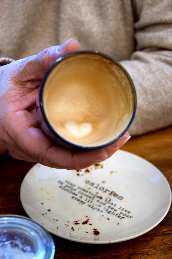 Cappuccino mit ganz viel Herz - lekker Süßkram in Zeeland, Holland