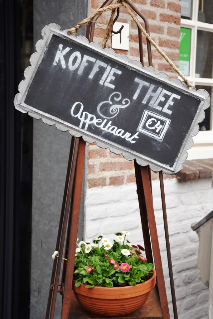 Die Verführungen lauern an jeder Ecke - Koffie, Thee und Appeltaart
