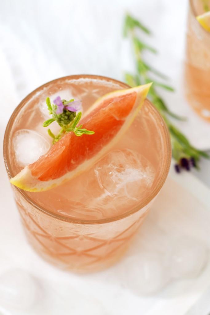 Schneller kann ein Aperitif nicht sein - Grapefruit Rosé Spritz aus nur 2 Zutaten
