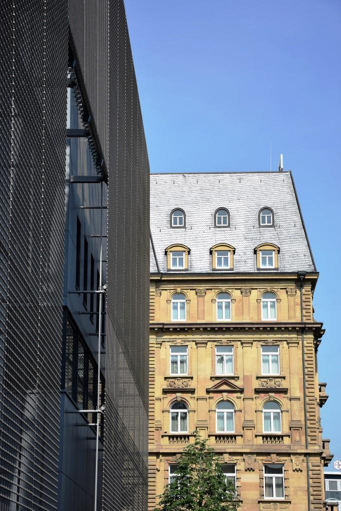 Alt neben neu! Die Fassaden der neuen Kunsthalle Mannheim neben dem traditionellen Maritim Hotel Mannheim