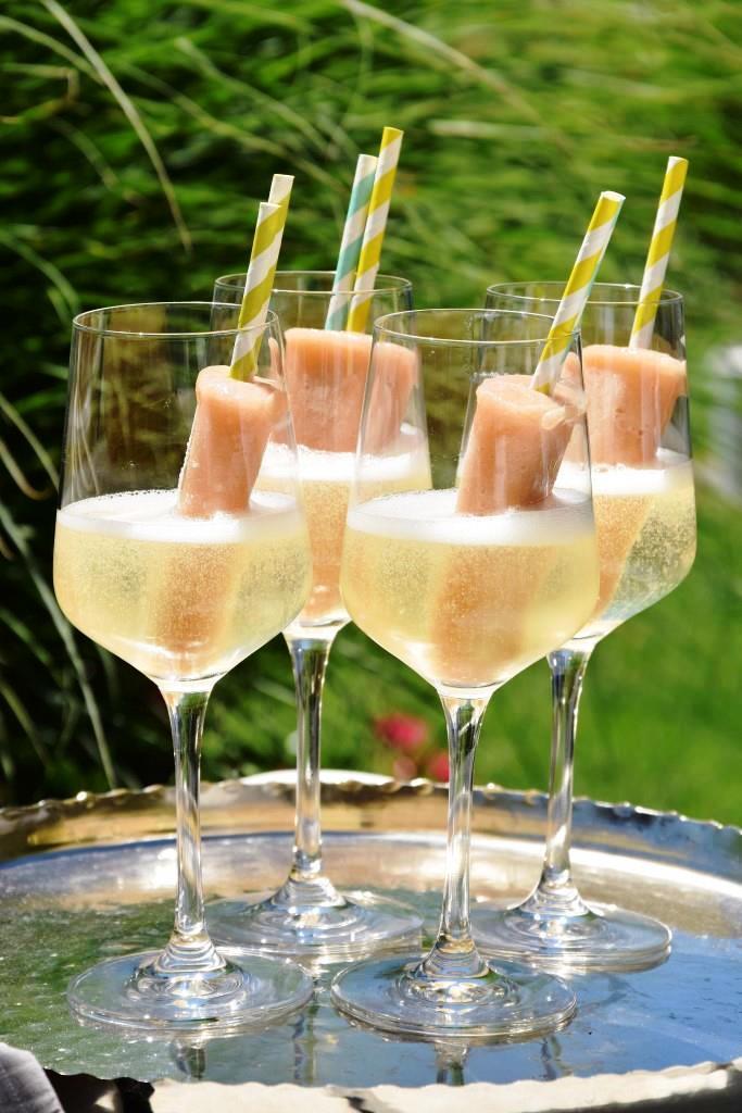 So schmeckt der Sommer - nach Pfirsich-Popsicles in Prosecco