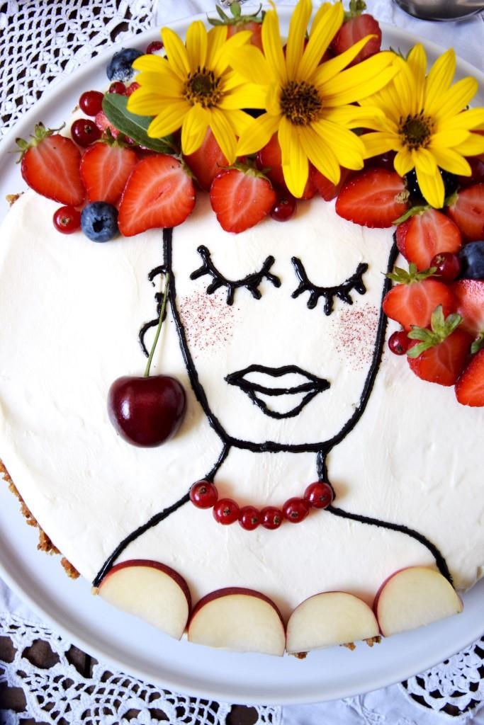 """Instagram-Trend """"Face-Cake"""" - als süßes Flower-Power-Girl auf einem No-Bake-Cheesecake"""