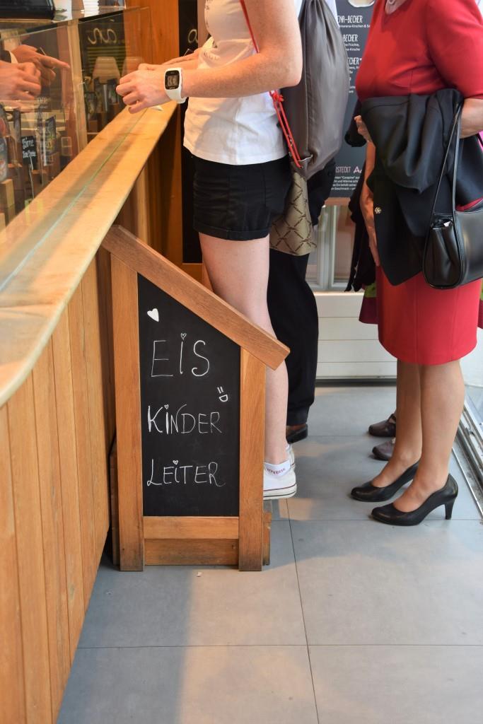 Wie süß! Die Eis-Kinder-Leiter im Eiscafé Aamu in Regensburg