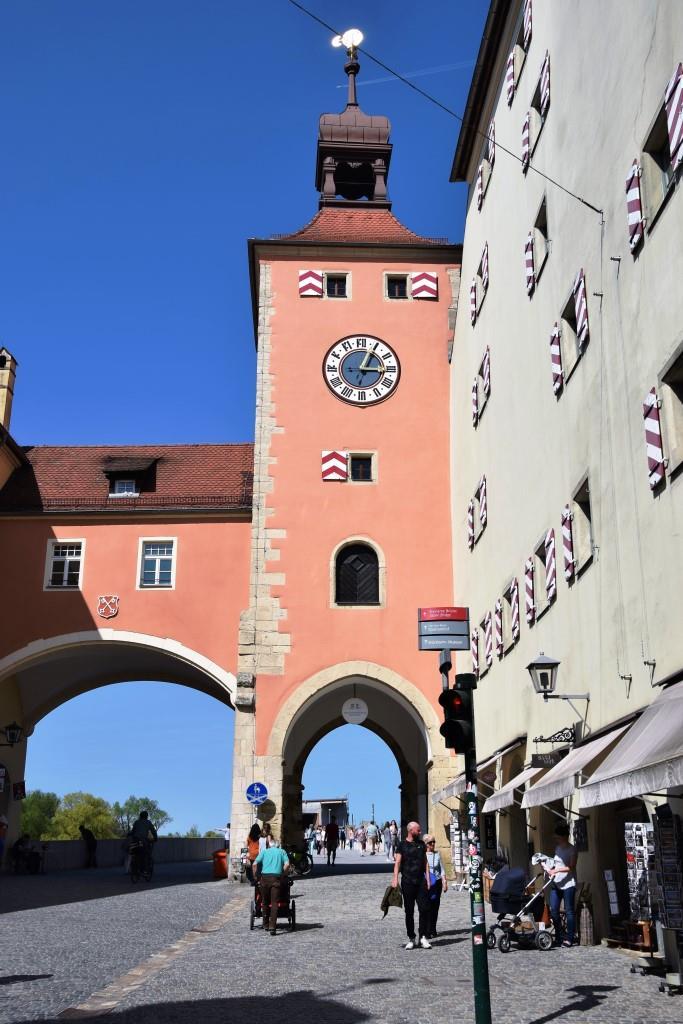 Das Tor zur Steinernen Brücke in Regensburg
