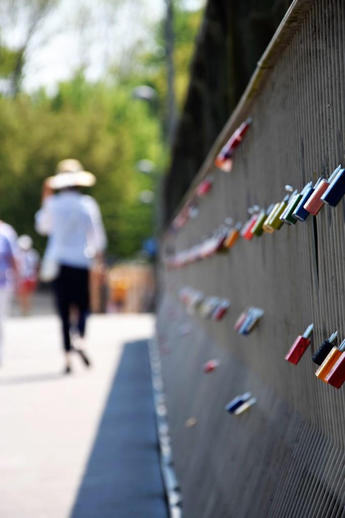 Endless Love - Liebesschlösser an einer Brücke in Regensburg