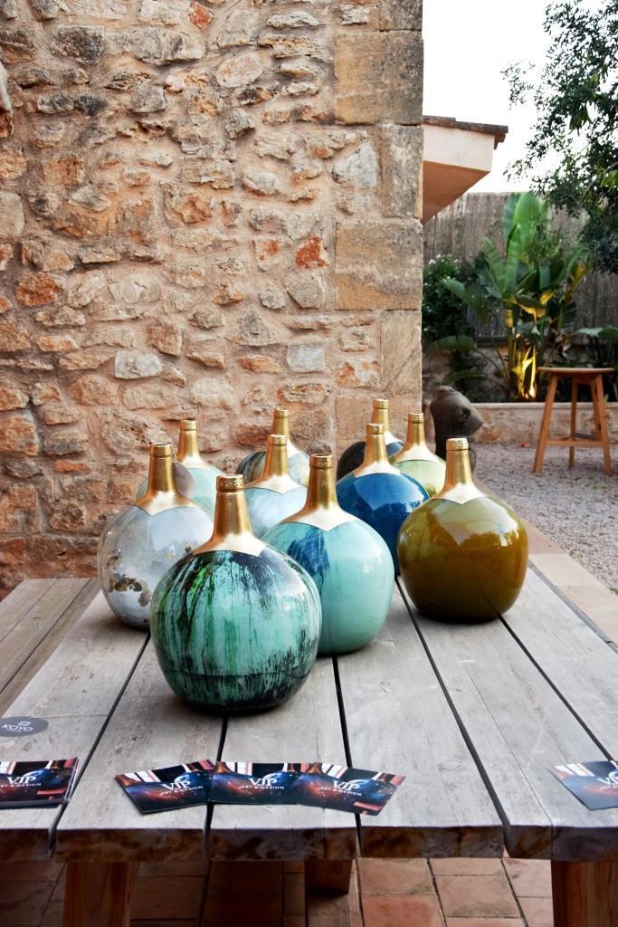Wunderschöne Deko-Objekte im Garten des East 26, Santanyi