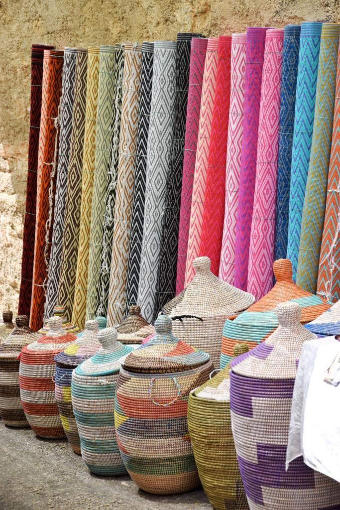 Körbe und Stoffen in allen Farben