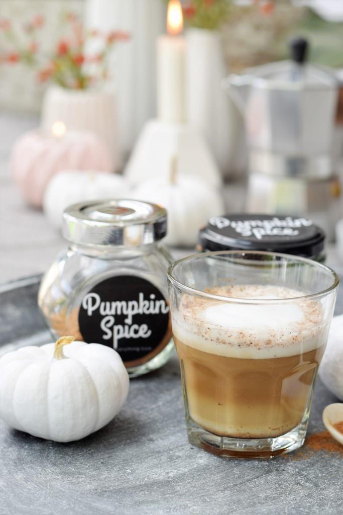 Günstiger und gesünder als bei Starbucks - Pumpkin Spice Latte ohne Zucker und künstliche Aromen