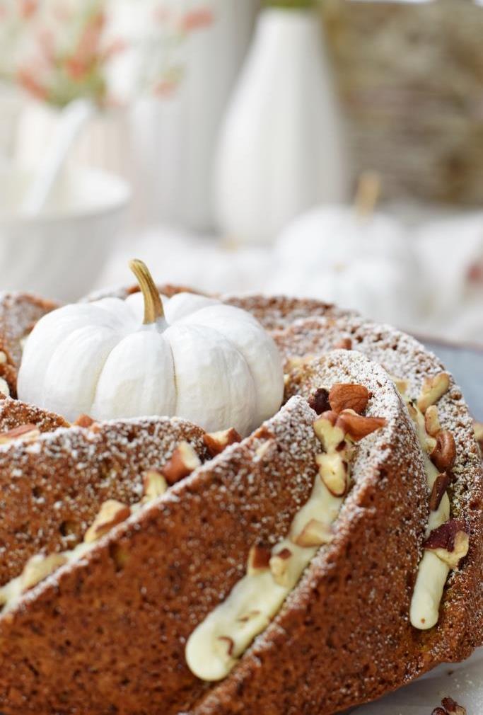 Kürbiskuchen ganz in Weiß - so schön für den herbstlichen Kaffeetisch