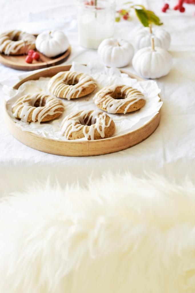 Nehmt Platz und greift zu - yummy Pumpkin Donuts aus dem Ofen