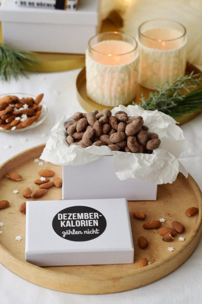Dezemberkalorien zählen nicht / Freebie Etikett und Rezept Weihnachtsmandeln Unterfreundenblog