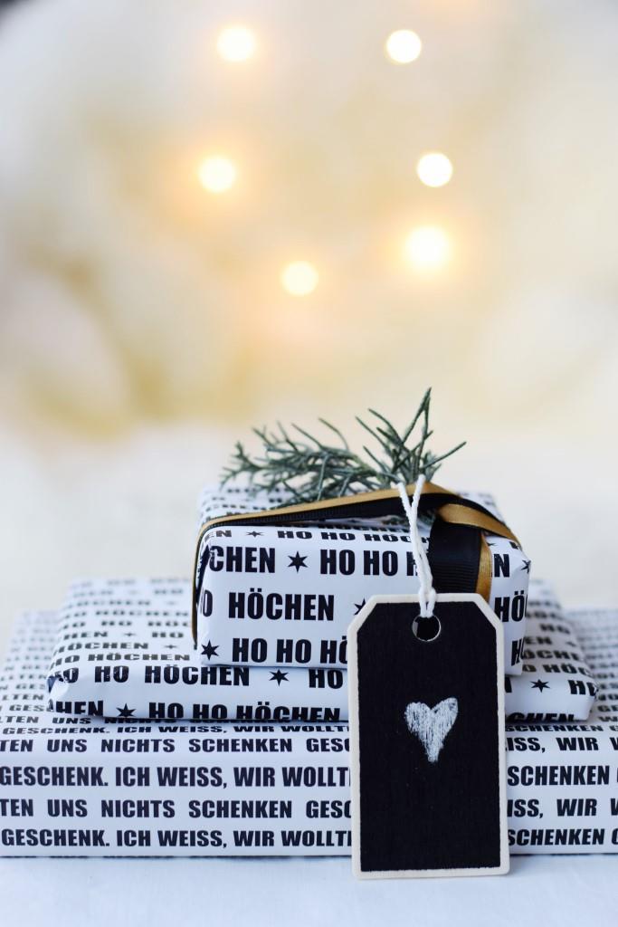 Geschenkpapier schwarz weiss zum selbst Ausdrucken Freebie Printable - Unterfreunden Blog
