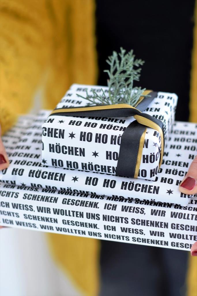 Geschenkpapier Weihnachten schwarz weiß ausdrucken Freebie Printable