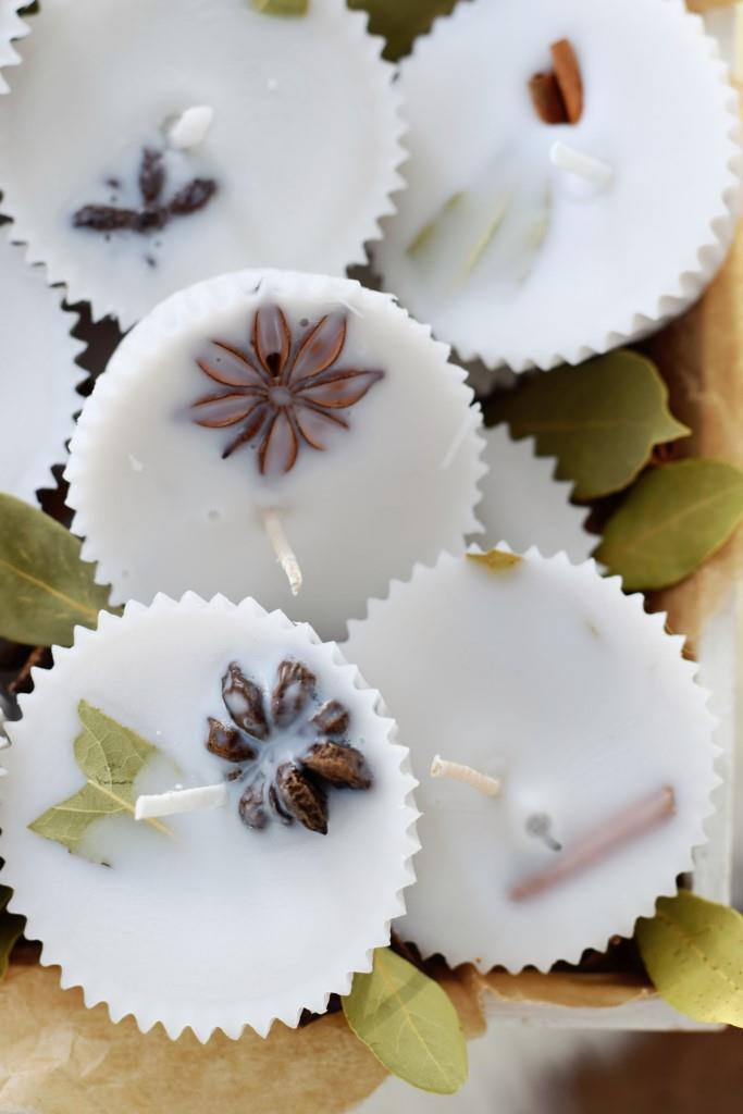 Aus Wachsresten und Gewürzen entstehen diese hübschen selbstgemachten Kaminanzünder - schön zum Selbstbehalten oder als Geschenkidee