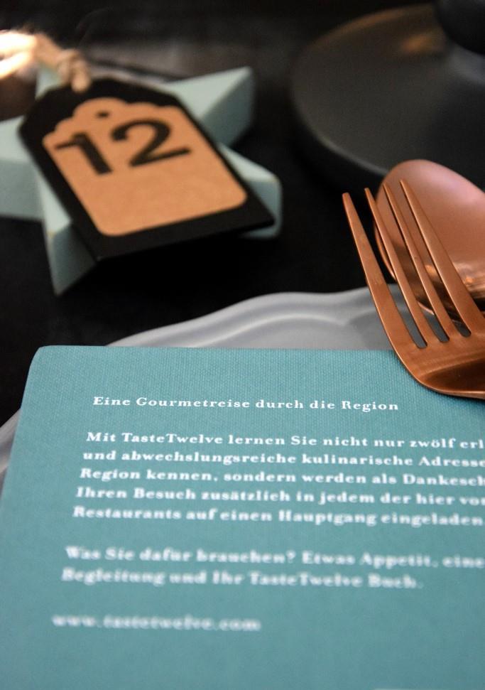 Taste Twelve Restaurantführer Gastroguide Geschenkidee für Foodies und Genießer