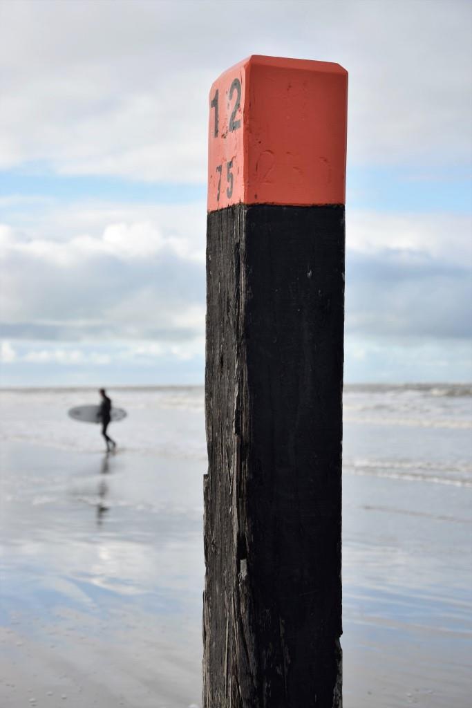 Brrrrrr! Surfer im Winter in Zeeland