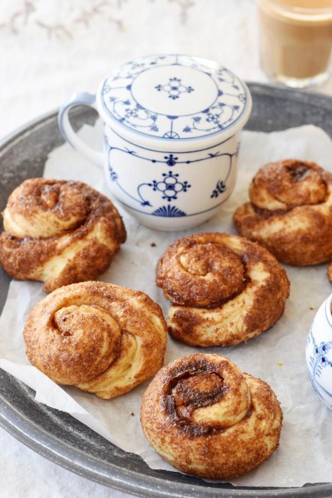 Tea-Time! Am liebsten mit einem Tablett knusprig frischer Bolus Zimtknoten aus Zeeland