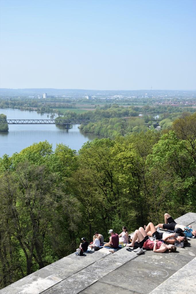 Der Ausblick lohnt den harten Aufstieg ;-) Blick von der Walhalla über die Donau in Richtung Regensburg