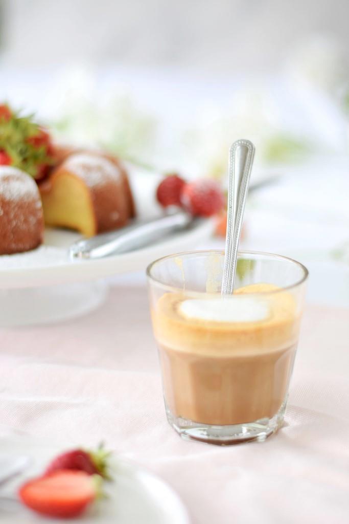 Kuchen Milchkaffee Erdbeeren