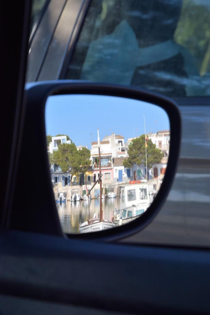 Portocolom im Rückspiegel Auto
