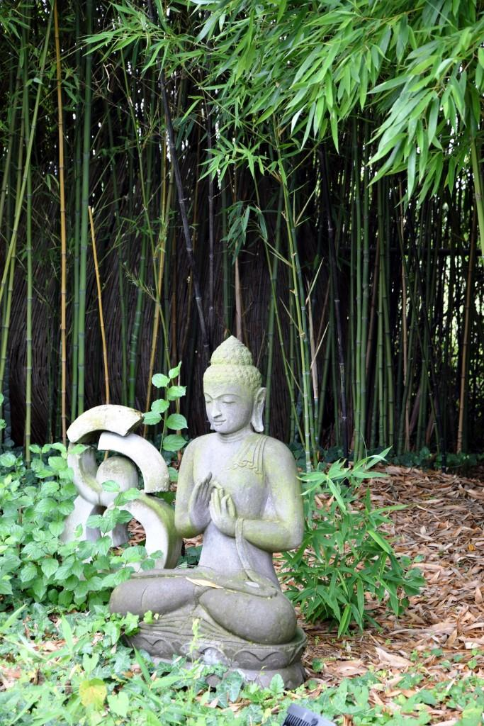 Buddha Figur Garten