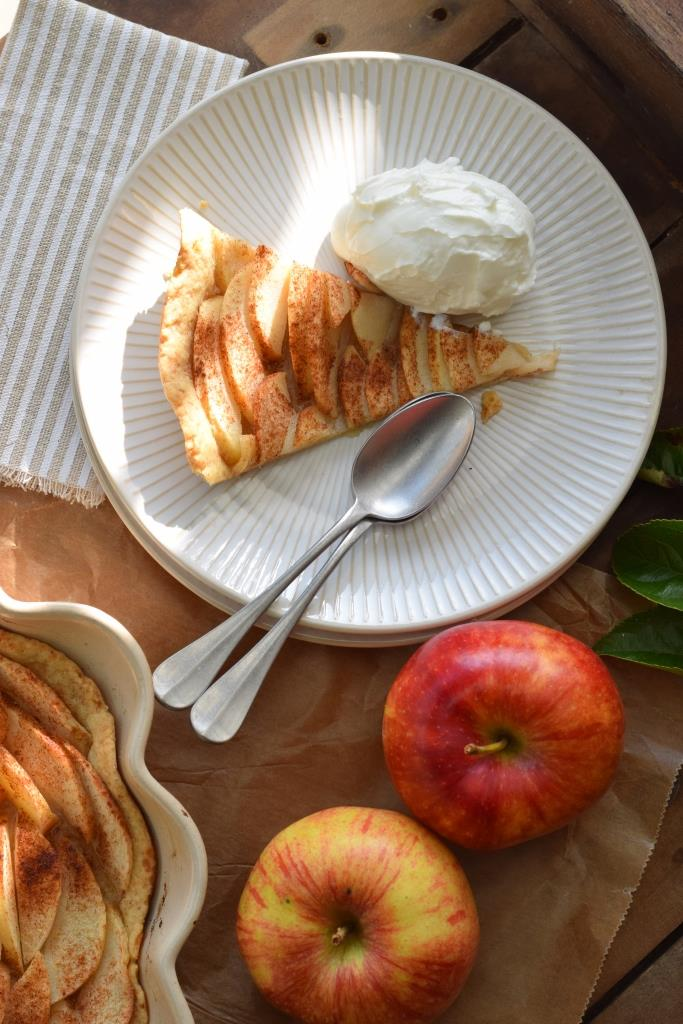 Apfelkuchen a la mode mit Eis