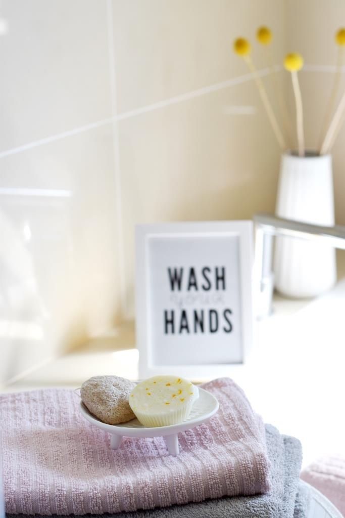Bad Seife Wash your hands Print