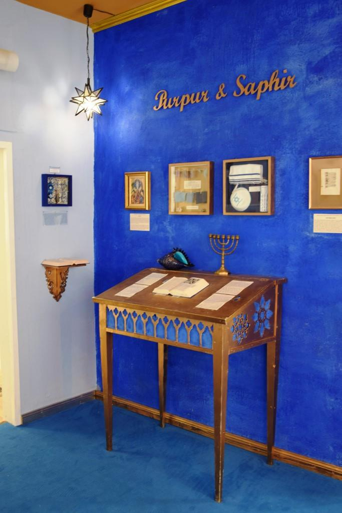 Purpur Saphir Blau Museum