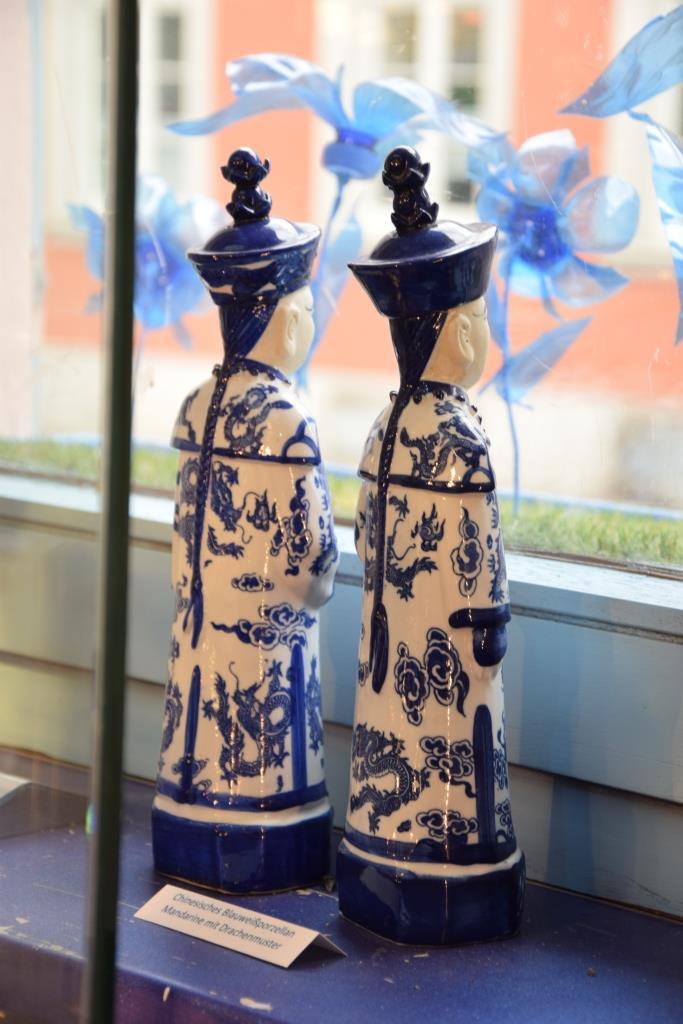 Asiatische Porzellanfiguren blau