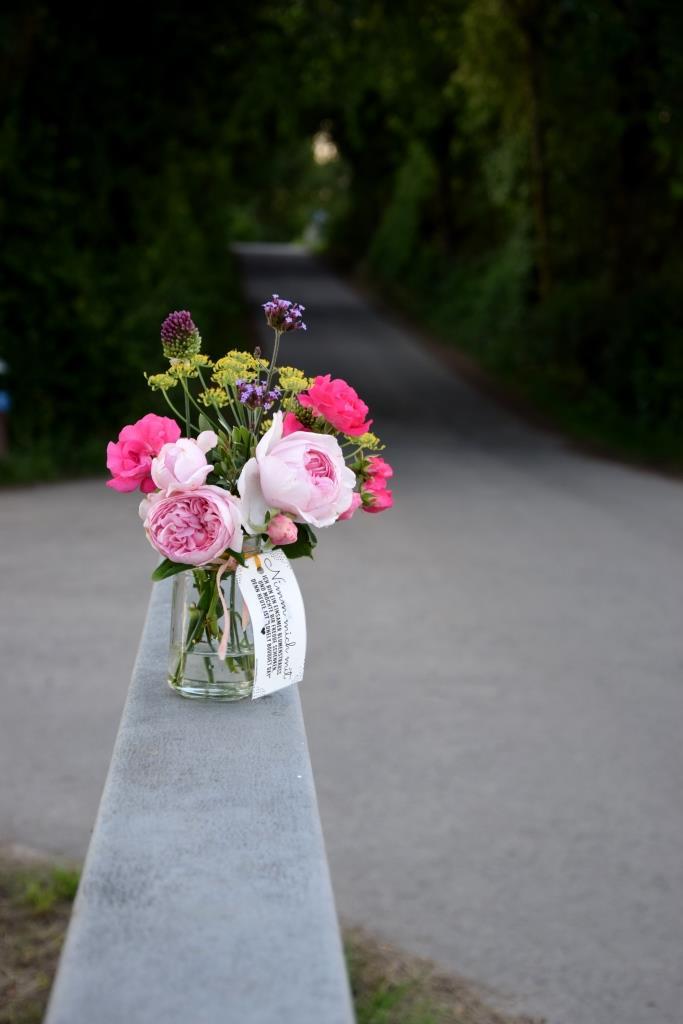 Einsamer Blumenstrauß Straße