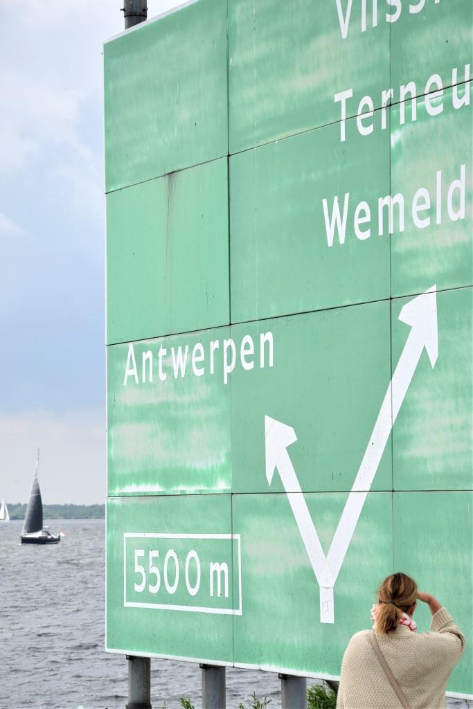 Autobahnschild Richtung Holland