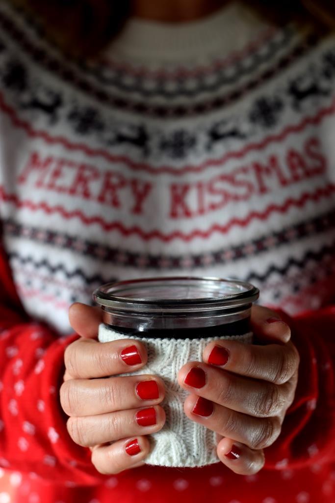 Christmas Sweater Hände Glühwein