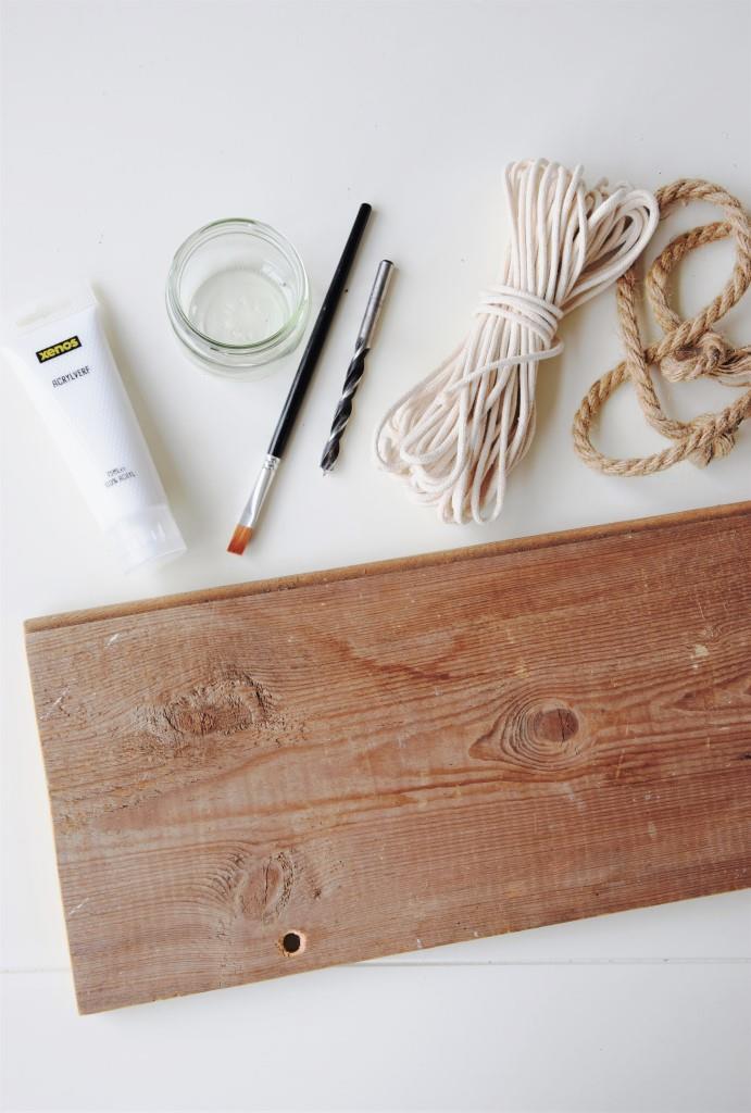 DIY und Upcycling: Aus einem alten Holzrest wird ein schickes Dekoschild im Beachhouse-Look