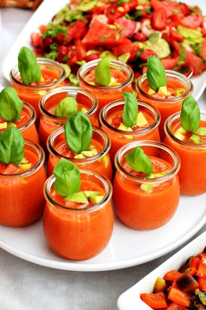 Das perfekte Sommersüppchen ist kalt! Fruchtige Gazpacho aus Spanien mit Wassermelone